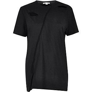 Schwarzes, weites T-Shirt mit Schlitzen
