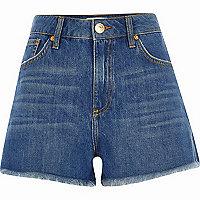 Blaue, hochgeschnittene Jeansshorts