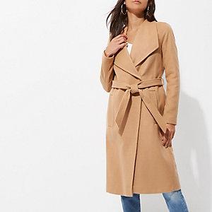 Camelkleurige jas met ceintuur