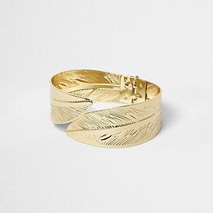 Bracelet manchette doré à motif plume
