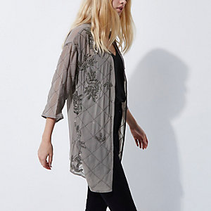 Grauer, verzierter Kimono
