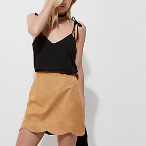 Petite tan faux suede scallop hem mini skirt