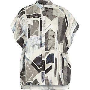 Chemise à imprimé abstrait grise à volant