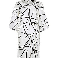 White abstract print puff sleeve swing dress
