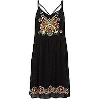 Zwarte geborduurde cami-jurk met bloemenprint