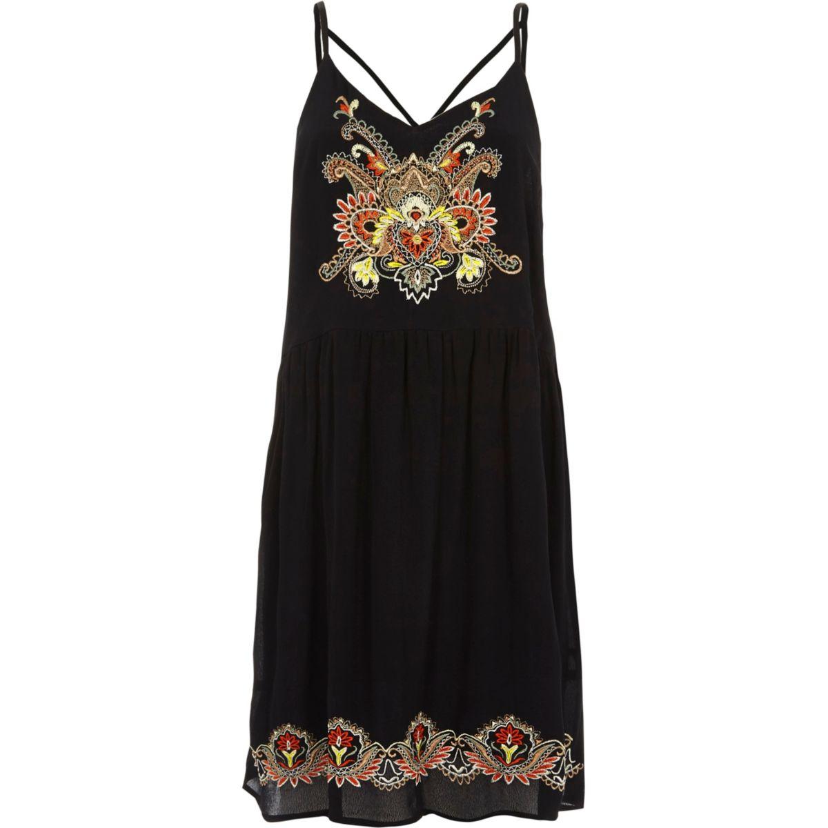 Robe caraco à fleurs brodées noire