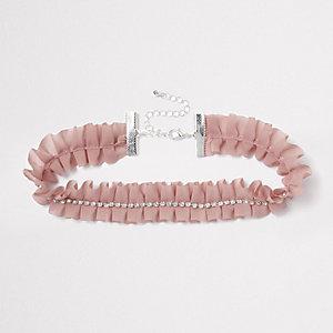 Collier ras-de-cou rose clair plissé et orné de strass