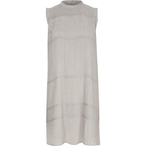 Robe trapèze plissée grise sans manches