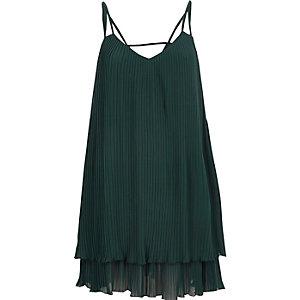 Robe vert foncé plissée à fines bretelles
