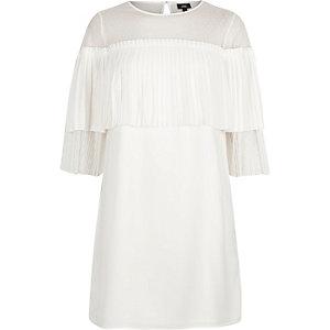 Weißes Swing-Kleid mit Rüschen