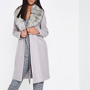 Manteau cocon gris clair avec col en fausse fourrure