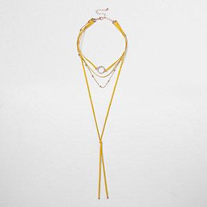 Collier ras-de-cou motif rond jaune à strass style cravate texane