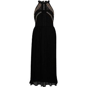 Robe longue plissée noire avec broderies