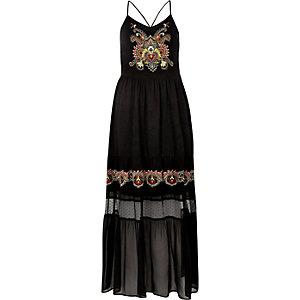 Robe longue noire brodée à fines bretelles