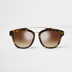 Bruine zonnebril met neusbrug en schildpadmotief