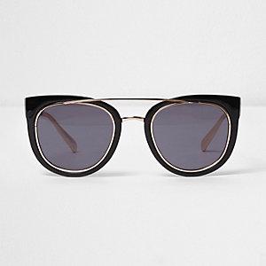 Schwarze Sonnenbrille mit getönten Gläsern