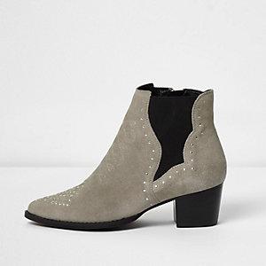 Bottes style western en daim gris cloutées