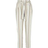 Beige smaltoelpende broek met strikceintuur en strepenprint