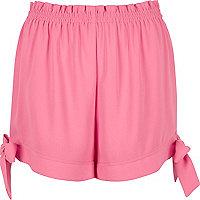 Pinke Shorts mit Bindeband