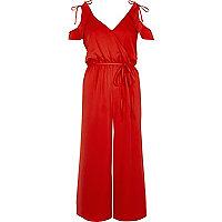 Roter Jumpsuit mit Hosenrock und Schulterausschnitten
