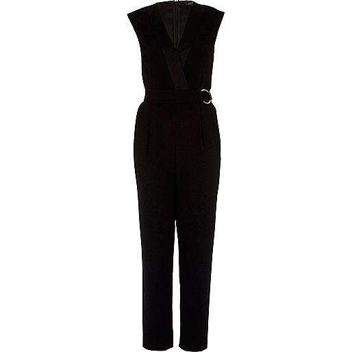 Zwarte smaltoelopende jumpsuit met kapmouwtjes