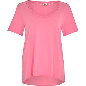 Felroze T-shirt met lage hals