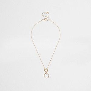 Collier doré à pendentif cercle orné de strass