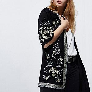 Schwarzer Kimono mit Stickerei