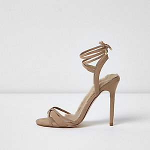 Lichtgrijze minimalistische sandalen met strikbandjes