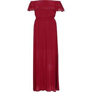 Donkerrode kanten maxi-jurk met ruches in bardotstijl
