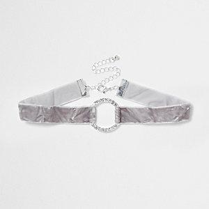 Ras-de-cou en velours frappé gris avec cercle à strass