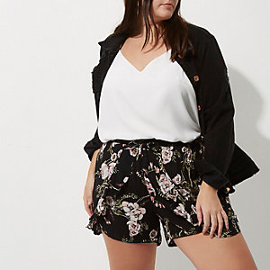 Plus black floral pom pom hem shorts
