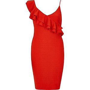 Robe rouge texturée moulante à volants aux épaules