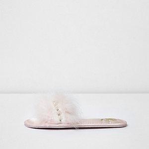 Lichtroze versierde pantoffels met veren