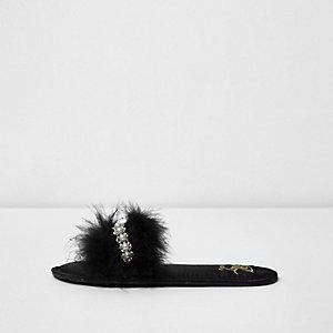 Zwarte versierde pantoffels met veren