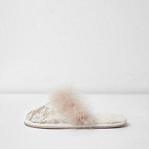 Chaussons mules crème pailletés à plume et dentelle