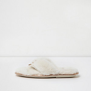 Cream fluffy bow front flip flop slippers