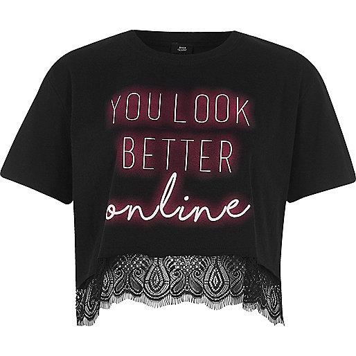 T-shirt noir court à imprimé effet néons et ourlet en dentelle