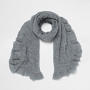 Grauer Schal mit Rüschenbesatz