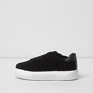 Baskets noires à lacets effet peau de mouton