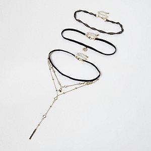 Collier ras-de-cou multirang noir plongeant avec chaîne