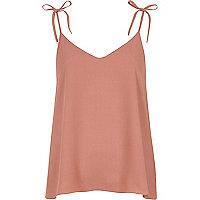 Roze camitop met strikjes op de schouders