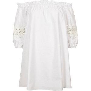 Robe Bardot trapèze blanche avec manches en dentelle