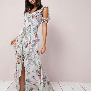 Robe longue à fleurs crème et épaules dénudées à volant