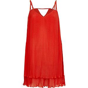Rotes, plissiertes Trägerkleid