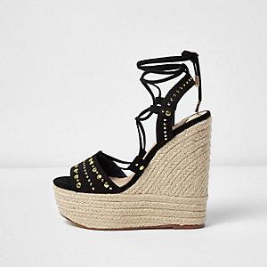 Chaussures noires cloutées à plateforme style espadrilles