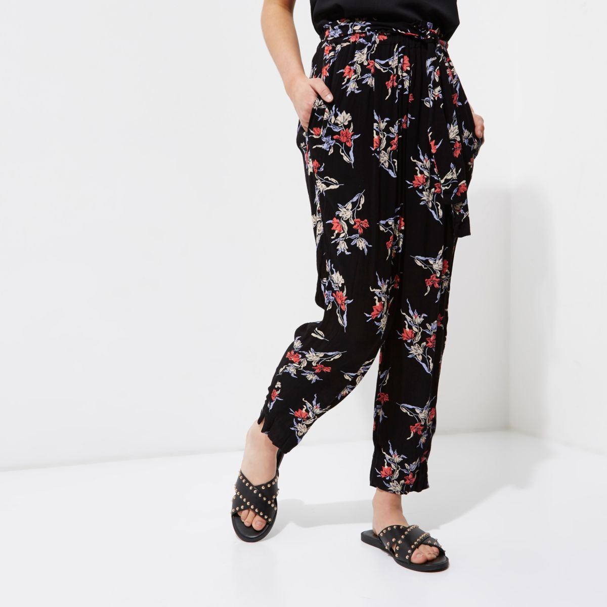 Petite black floral print tapered pants