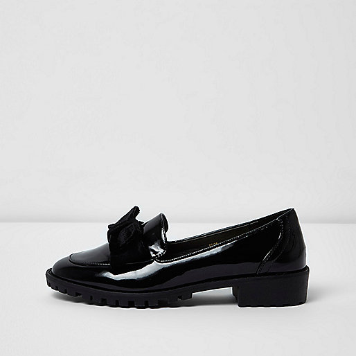 Zwarte grove lakleren loafers met strik voorop