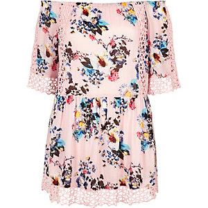 Robe de plage Bardot en dentelle ajourée à fleurs rose