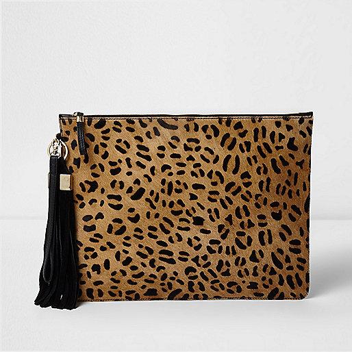 Beige leren clutch met luipaardprint